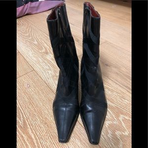 DONALD J. PILNER/Ladies/Black/Leather/ Bootie/61/2